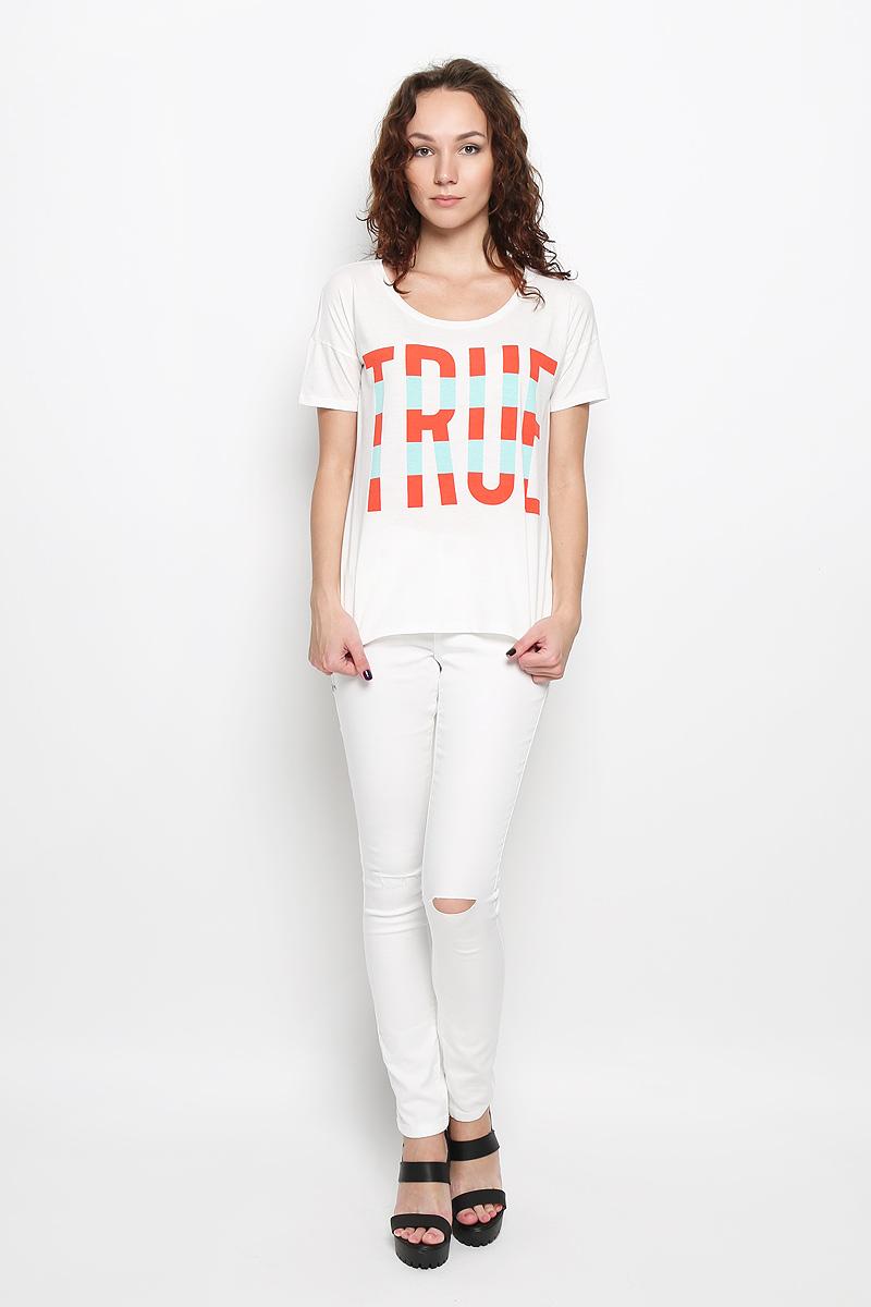 Футболка женская. L42JEPHAL42JEPHAМодная женская футболка Lee, выполненная из натурального хлопка, обладает высокой теплопроводностью, воздухопроницаемостью и гигроскопичностью, позволяет коже дышать. Модель с короткими рукавами и круглым вырезом горловины - идеальный вариант для создания стильного образа. Спинка футболки немного удлинена. Оформлено изделие принтом в виде надписи True и пришитой фирменной эмблемой в нижней части. Такая модель подарит вам комфорт в течение всего дня и послужит замечательным дополнением к вашему гардеробу.