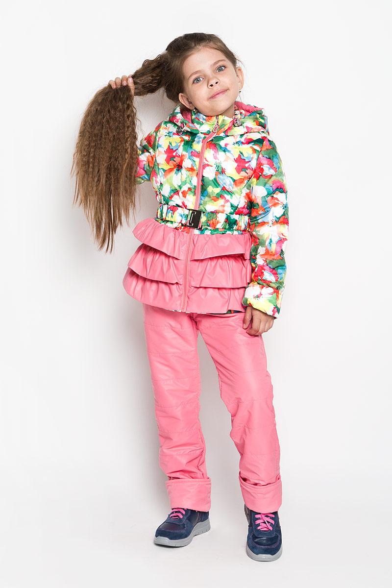 Комплект для девочки: куртка, брюки. 63545_BOG63545_BOG_вариант 1Комплект для девочки Boom! станет ярким и стильным дополнением к детскому гардеробу. Комплект состоит из куртки и брюк, изготовленных из водонепроницаемой и ветрозащитной ткани. Материал приятный на ощупь, позволяет коже дышать, легко стирается, быстро сушится. В качестве утеплителя используются Flexy Fiber и синтепон, которые максимально сохраняют тепло. Куртка с капюшоном и воротником-стойкой застегивается на пластиковую застежку-молнию с защитой подбородка. Подкладка курточки выполнена из хлопка и полиэстера. Капюшон не отстегивается, дополнен по краю скрытой резинкой со стопперами. На рукавах предусмотрены манжеты-отвороты, позволяющие регулировать длину модели. На талии куртка дополнена шлевками для ремня и эластичным пояском на металлической застежке, благодаря которому она плотно прилегает к телу. Модель оформлена цветочным принтом, декорирована тройной оборкой. Брюки прямого кроя на талии имеют широкий эластичный пояс, который дополнительно...