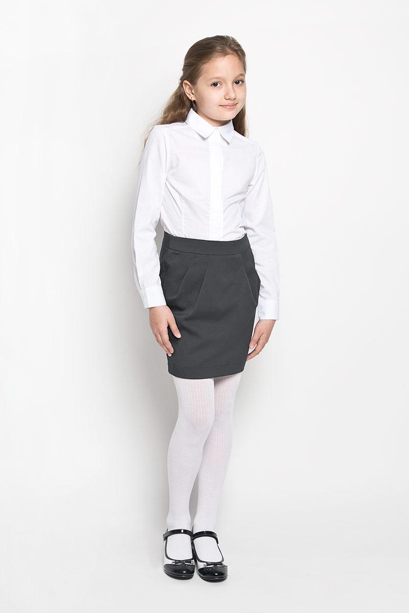62981_OLGЭлегантная юбка для девочки Orby идеально подойдет для школы. Изготовленная из костюмной ткани с добавлением вискозы, она необычайно мягкая и приятная на ощупь, не сковывает движения и позволяет коже дышать, не раздражает даже самую нежную и чувствительную кожу ребенка, обеспечивая ему наибольший комфорт. Юбка прямого силуэта сзади застегивается на потайную застежку-молнию. Скрытая эластичная резинка на талии обеспечит идеальную посадку по фигуре. Элемент декора - небольшие декоративные складки спереди, расходящиеся от пояса. Практичная особенность модели - шлица сзади, обеспечивающая удобство при ходьбе. В сочетании с любым верхом, эта юбка выглядит строго, красиво, и очень эффектно.