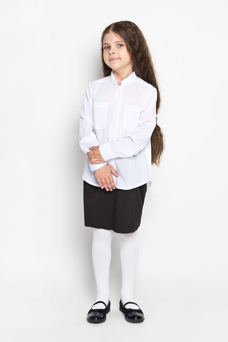 63063_OLGЛегкая, струящаяся блуза для девочки Orby идеально подойдет для школы. Изготовленная из полиэстера с добавлением вискозы, она необычайно мягкая, легкая и приятная на ощупь, не сковывает движения и позволяет коже дышать, не раздражает даже самую нежную и чувствительную кожу ребенка, обеспечивая ему наибольший комфорт. Блузка с небольшим воротником-стойкой и длинными рукавами застегивается на пластиковые пуговицы, скрытые под планкой. На груди предусмотрены два накладных кармана. Спинка модели удлинена и дополнена бантовой складкой. Такая блуза - незаменимая вещь для школьной формы, отлично сочетается с юбками, брюками и сарафанами. Эта модель всегда выглядит великолепно!