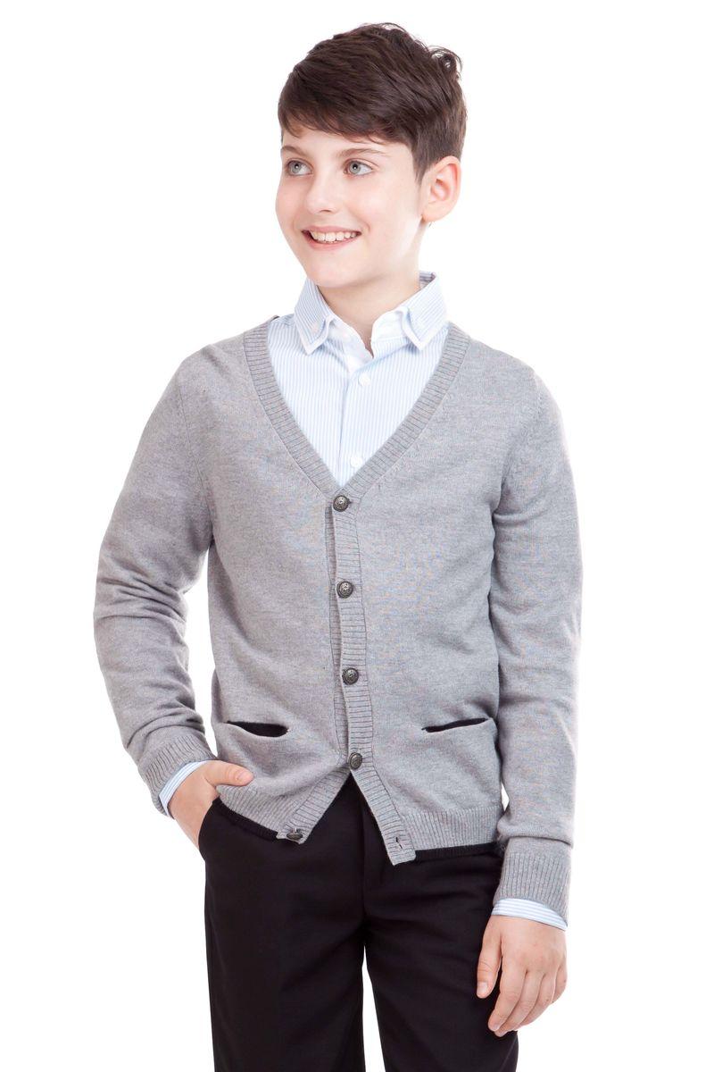Кардиган21501BSC3601Кардиган для школы выглядит очень интересно. Он дополнит любой комплект одежды для школы, придав ему завершенность. Сложный состав пряжи делает его очень мягким, приятным, комфортным в носке. Рукава украшают контрастные налокотники. В отделке пластрон из орнаментальной ткани и небольшая вышивка с монограммой GSC (Gulliver School Collection).