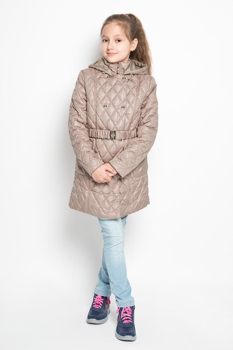 Пальто для девочки. 63574DM_BOG63574DM_BOG варант 1Стильное пальто для девочки Boom! идеально подойдет вашему ребенку в прохладную погоду. Модель изготовлена из водонепроницаемой и ветрозащитной ткани, на подкладке из полиэстера с добавлением вискозы, В качестве утеплителя используется синтепон - 100% полиэстер. Приталенное пальто с воротником-стойкой и капюшоном застегивается на пластиковую застежку-молнию и дополнительно имеет внешнюю ветрозащитную планку на кнопках. Капюшон пристегивается с помощью пуговиц и по краю дополнен скрытой эластичной резинкой со стопперами. Спереди предусмотрены два накладных кармана с клапанами на липучках. На талии имеются шлевки для ремня. В комплект входит поясок на металлической пряжке. Оригинальный современный дизайн и модная расцветка делают это пальто и стильным предметом детского гардероба. В нем ваша дочурка будет чувствовать себя уютно и комфортно, и всегда будет в центре внимания!