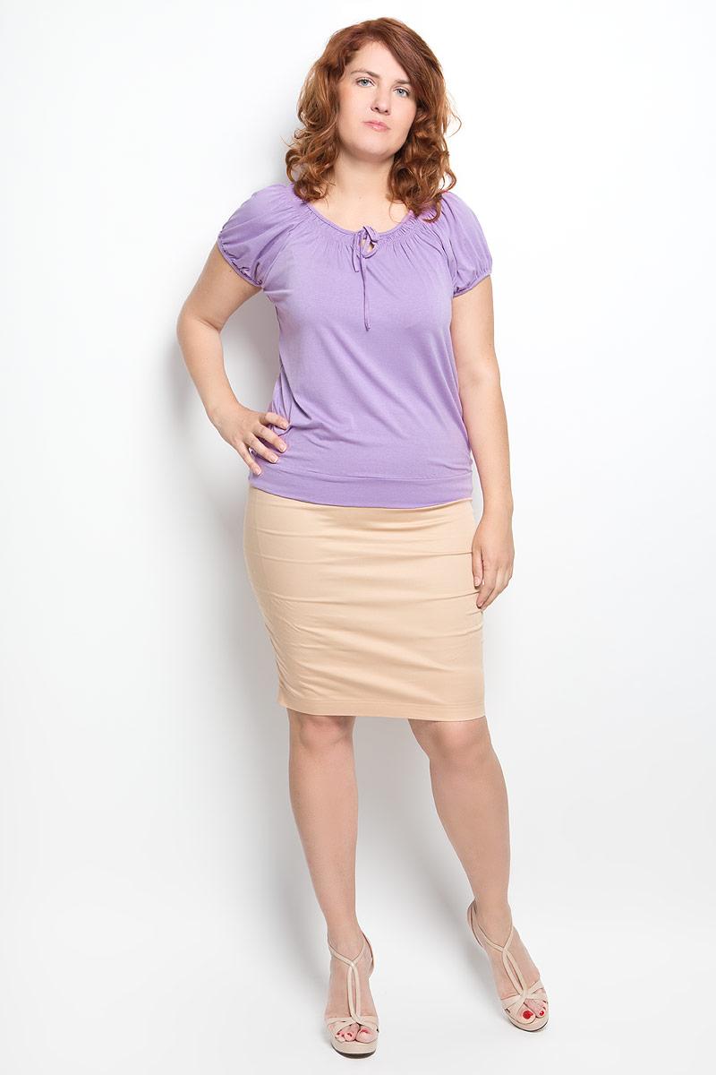 54070Стильная женская футболка Milana Style, выполненная из вискозы с дополнением эластана, обладает высокой теплопроводностью, воздухопроницаемостью и гигроскопичностью, позволяет коже дышать. Модель с короткими рукавами-реглан и круглым вырезом горловины - идеальный вариант для создания стильного современного образа. Низ рукавов и вырез горловины дополнены сборкой. Вырез горловины также оформлен небольшим бантом. Низ изделия обработан широкой манжетой. Такая модель подарит вам комфорт в течение всего дня и послужит замечательным дополнением к вашему гардеробу.