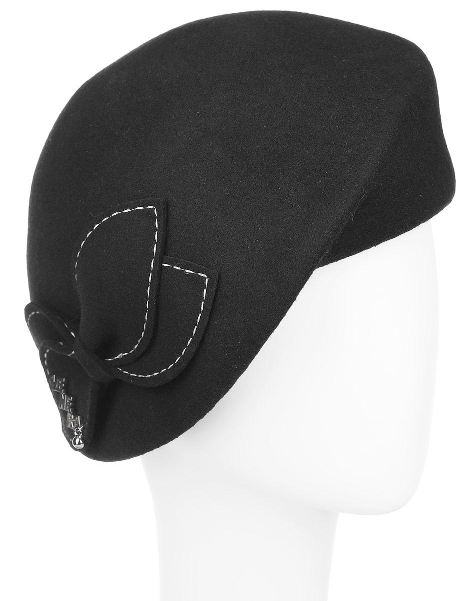 Шляпа женская. 9802237-019802237-01Элегантная шляпа Venera, выполненная из натуральной шерсти, непременно украсит любой наряд. Шляпа оформлена тонкой лентой вокруг тульи, и декоративным бантом с контрастной отстрочкой и небольшим металлическим логотипом с подвеской, украшенной стразой. Такая шляпа подчеркнет вашу неповторимость и дополнит ваш повседневный образ.