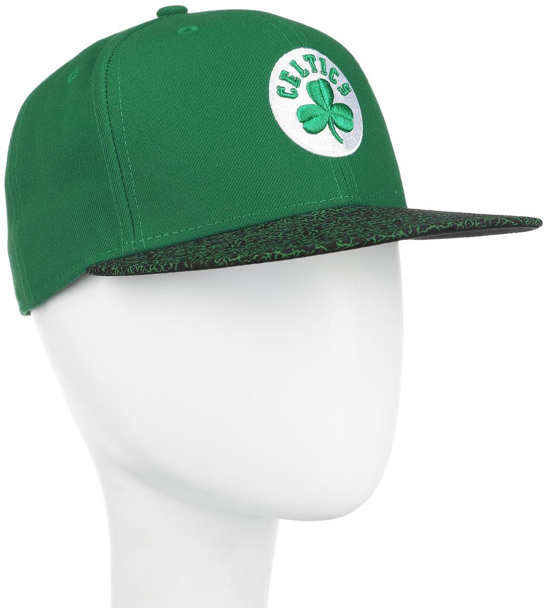 11210298-TEAMСтильная бейсболка New Era Boston Celtics, выполненная из высококачественных материалов, идеально подойдет для прогулок, занятий спортом и отдыха. Изделие оформлено объемным вышитым логотипом знаменитой бейсбольной команды и логотипом производителя. Ничто не говорит о настоящем любителе путешествий больше, чем любимая кепка. Эта модель станет отличным аксессуаром и дополнит ваш повседневный образ.
