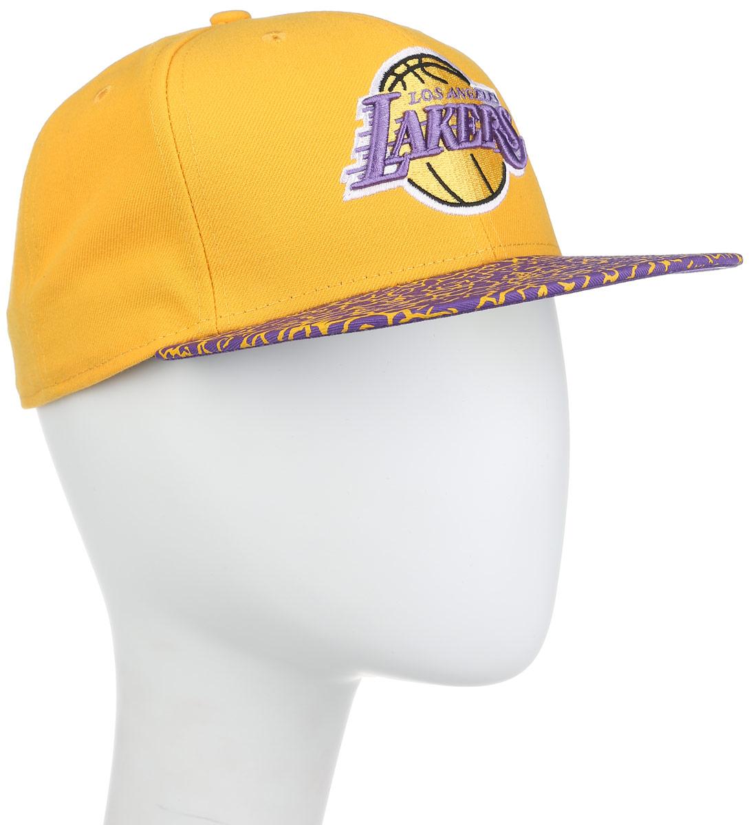 Бейсболка11210295-TEAMСтильная бейсболка New Era Los Angeles Lakers, выполненная из высококачественных материалов, идеально подойдет для прогулок, занятий спортом и отдыха. Изделие оформлено объемным вышитым логотипом знаменитой бейсбольной команды и логотипом производителя. Ничто не говорит о настоящем любителе путешествий больше, чем любимая кепка. Эта модель станет отличным аксессуаром и дополнит ваш повседневный образ.
