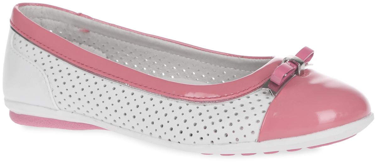 Туфли для девочки. 61-QT1061-QT106Чудесные туфли от Flamingo придутся по душе вашей юной моднице! Модель изготовлена из искусственной кожи разной фактуры и дополнена по бокам перфорацией для лучшей воздухопроницаемости. Мыс оформлен небольшим металлическим бантиком. Подкладка, выполненная из натуральной кожи, предотвратит натирание и гарантирует уют. Стелька из ЭВА материала с верхним покрытием из натуральной кожи дополнена супинатором, который обеспечивает правильное положение ноги ребенка при ходьбе, предотвращает плоскостопие. Подошва оснащена рифлением для лучшего сцепления с различными поверхностями. Удобные туфли - незаменимая вещь в гардеробе каждой девочки.