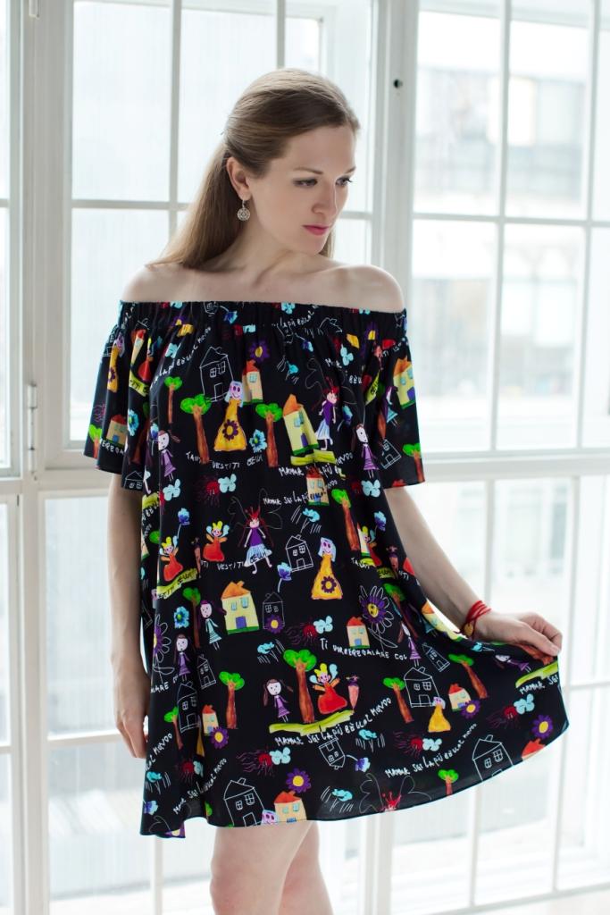 Платье71171141Стильное женское платье MARUSЯ А-силуэта выполнено из 100% вискозы. Модель с короткими рукавами- крылышками. Горловина платья выполнена в виде лодочки и дополнена эластичной резинкой, с помощью которой можно регулировать высоту модели. Оформлено изделие оригинальным принтом в виде акварельного рисунка.
