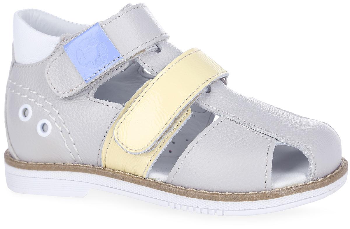 FT-26004.16-OL12S.01Стильные сандалии от TapiBoo заинтересуют вашего маленького модника. Модель выполнена из натуральной кожи разной фактуры и оформлена в задней части декоративной прострочкой, металлическими люверсами, на верхнем ремешке - шильдой с логотипом бренда, на подошве сзади - фирменным тиснением. Подкладка и стелька, изготовленные из натуральной кожи, гарантируют комфорт при ходьбе. Отсутствие швов на подкладке обеспечивает дополнительный комфорт и предотвращает натирание. Многослойная, анатомическая стелька дополнена сводоподдерживающим элементом для правильного формирования стопы. Ремешки на застежках- липучках позволяют легко снимать и надевать обувь даже самым маленьким детям, обеспечивая при этом оптимальную фиксацию стопы. Жесткий фиксирующий задник надежно стабилизирует голеностопный сустав во время ходьбы, препятствуя развитию патологических изменений стопы. Широкий, устойчивый каблук специальной конфигурации каблук Томаса продлен с внутренней стороны до...