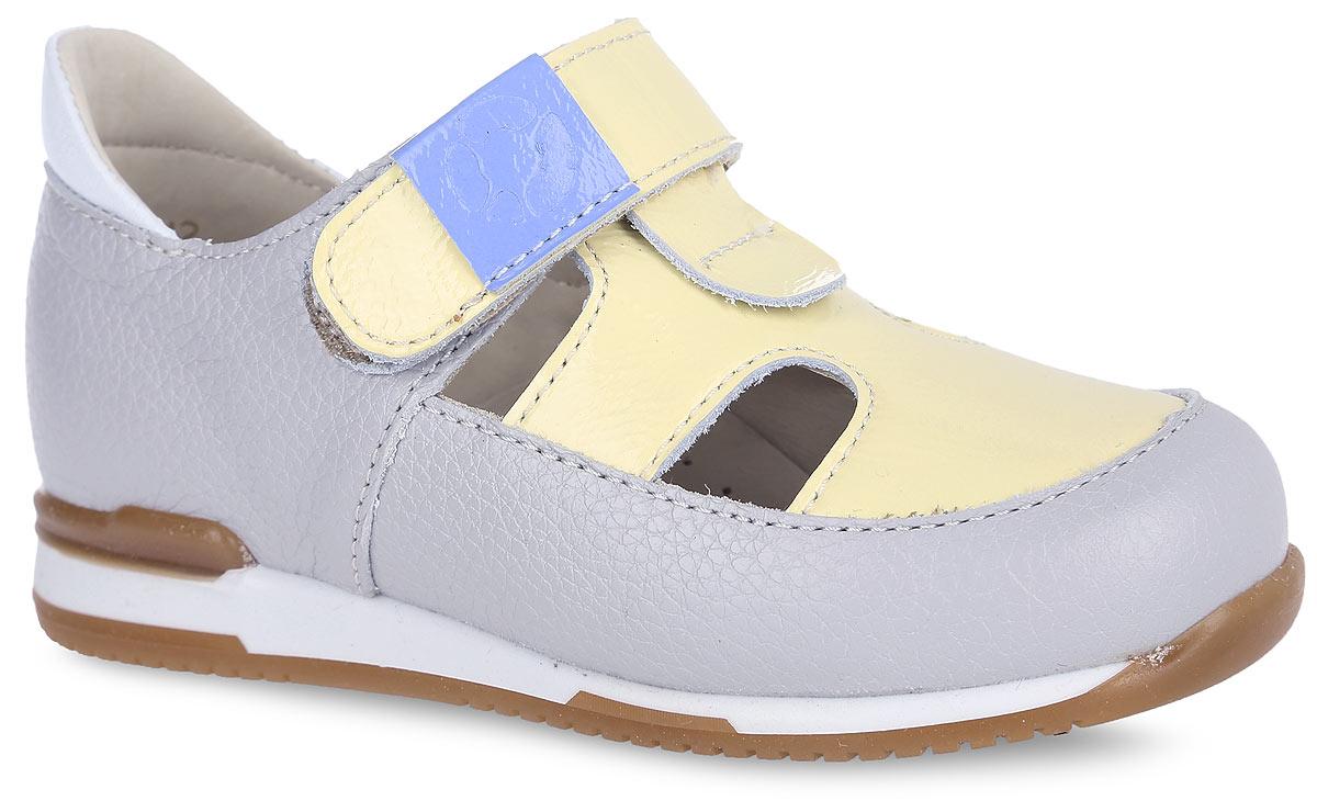 ТуфлиFT-25003.16-OL12S.01Очаровательные туфли от TapiBoo придутся по душе вашему ребенку. Модель выполнена из натуральной кожи с зернистой фактурой, дополнена вставкой из лакированной кожи в области подъема с отверстиями для лучшего воздухообмена и оформлена на ремешке шильдой с логотипом бренда. Подкладка и стелька, изготовленные из натуральной кожи, гарантируют комфорт при ходьбе. Отсутствие швов на подкладке обеспечивает дополнительный комфорт и предотвращает натирание. Многослойная, анатомическая стелька дополнена сводоподдерживающим элементом для правильного формирования стопы. Ремешок на застежке-липучке позволяет легко снимать и надевать обувь даже самым маленьким детям, обеспечивая при этом оптимальную фиксацию стопы. Жесткий фиксирующий задник надежно стабилизирует голеностопный сустав во время ходьбы, препятствуя развитию патологических изменений стопы. Эластичный подносок надежно защищает переднюю часть стопы ребенка, не сжимая пальцы ног и оставляя достаточно пространства...