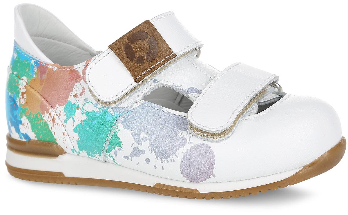 Туфли для девочки. FT-25004.16-OL03O.01FT-25004.16-OL03O.01Стильные туфли от TapiBoo придутся по душе вашей дочурке. Модель выполнена из натуральной кожи и оформлена сбоку ярким принтом, на верхнем ремешке - шильдой с логотипом бренда. Подкладка и стелька, изготовленные из натуральной кожи, гарантируют комфорт при ходьбе. Отсутствие швов на подкладке обеспечивает дополнительный комфорт и предотвращает натирание. Многослойная, анатомическая стелька дополнена сводоподдерживающим элементом для правильного формирования стопы. Ремешки на застежках-липучках позволяют легко снимать и надевать обувь даже самым маленьким детям, обеспечивая при этом оптимальную фиксацию стопы. Жесткий фиксирующий задник надежно стабилизирует голеностопный сустав во время ходьбы, препятствуя развитию патологических изменений стопы. Эластичный подносок надежно защищает переднюю часть стопы ребенка, не сжимая пальцы ног и оставляя достаточно пространства для естественной подвижности передней части стопы. Широкий, устойчивый каблук...