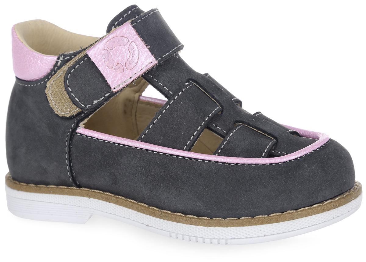Туфли для девочки. FT-25002.16-OL12O.01FT-25002.16-OL12O.01Очаровательные туфли от TapiBoo приведут в восторг вашу маленькую модницу. Модель выполнена из натуральной кожи разной фактуры и оформлена по канту вставкой из кожи контрастного цвета. Область подъема дополнена контрастной окантовкой и отверстиями для лучшего воздухообмена, верхние ремешки - шильдами с логотипом бренда, подошва сзади - фирменным тиснением. Подкладка и стелька, изготовленные из натуральной кожи, гарантируют комфорт при ходьбе. Отсутствие швов на подкладке обеспечивает дополнительный комфорт и предотвращает натирание. Многослойная, анатомическая стелька дополнена сводоподдерживающим элементом для правильного формирования стопы. Ремешок на застежке-липучке позволяет легко снимать и надевать обувь даже самым маленьким детям, обеспечивая при этом оптимальную фиксацию стопы. Жесткий фиксирующий задник надежно стабилизирует голеностопный сустав во время ходьбы, препятствуя развитию патологических изменений стопы. Эластичный подносок надежно защищает переднюю часть...