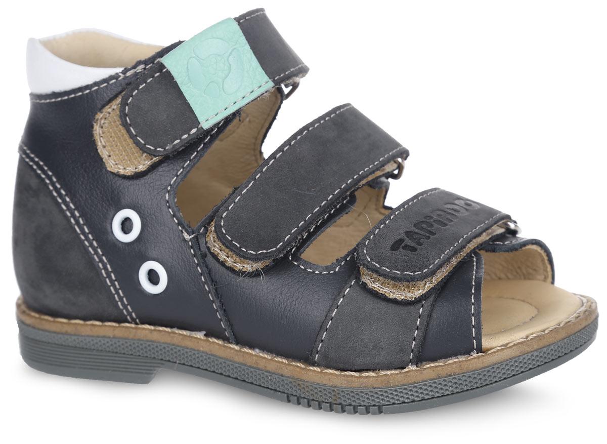 Сандалии для мальчика. FT-26006.16-OL12O.01FT-26006.16-OL12O.01Стильные сандалии от TapiBoo придутся по душе вашему мальчику. Модель выполнена из натуральной кожи разной фактуры и оформлена сбоку декоративными металлическими люверсами, на нижнем ремешке - фирменным тиснением, на верхнем - разными по цвету шильдами с логотипом, для того чтобы ребенок знакомился с цветами и мог идентифицировать правую и левую ножку. Подкладка и стелька, изготовленные из натуральной кожи, гарантируют комфорт при ходьбе. Отсутствие швов на подкладке обеспечивает дополнительный комфорт и предотвращает натирание. Многослойная, анатомическая стелька дополнена сводоподдерживающим элементом для правильного формирования стопы. Ремешки на застежках-липучках позволяют легко снимать и надевать обувь даже самым маленьким детям, обеспечивая при этом оптимальную фиксацию стопы. Жесткий фиксирующий задник надежно стабилизирует голеностопный сустав во время ходьбы, препятствуя развитию патологических изменений стопы. Широкий, устойчивый каблук...