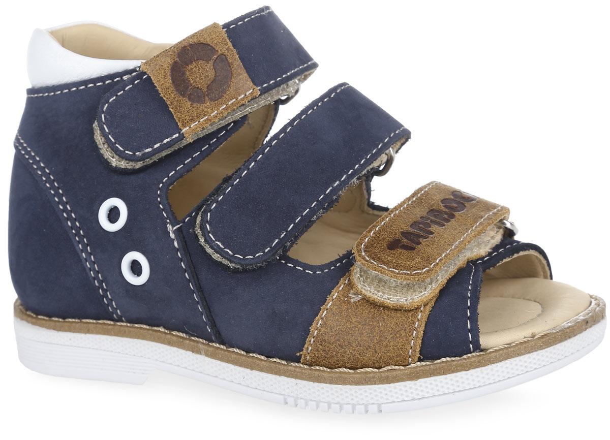 FT-26006.16-OL08O.01Стильные сандалии от TapiBoo придутся по душе вашему мальчику. Модель выполнена из натуральной кожи разной фактуры и оформлена по канту контрастной вставкой из кожи, сбоку - декоративными люверсами, на нижнем ремешке - фирменным тиснением, на верхнем - шильдой с логотипом бренда. Подкладка и стелька, изготовленные из натуральной кожи, гарантируют комфорт при ходьбе. Отсутствие швов на подкладке обеспечивает дополнительный комфорт и предотвращает натирание. Многослойная, анатомическая стелька дополнена сводоподдерживающим элементом для правильного формирования стопы. Ремешки на застежках- липучках позволяют легко снимать и надевать обувь даже самым маленьким детям, обеспечивая при этом оптимальную фиксацию стопы. Жесткий фиксирующий задник надежно стабилизирует голеностопный сустав во время ходьбы, препятствуя развитию патологических изменений стопы. Широкий, устойчивый каблук специальной конфигурации каблук Томаса продлен с внутренней стороны до середины...