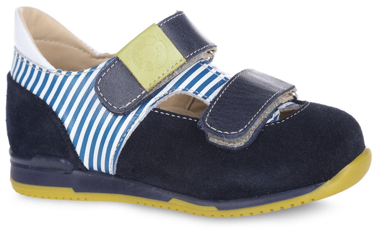 FT-25004.16-OL08O.01-23Стильные туфли от TapiBoo придутся по душе вашему мальчику. Модель выполнена из натуральной кожи разной фактуры и оформлена принтом в полоску, в области подъема - резными отверстиями для лучшего воздухообмена, на верхнем ремешке - шильдой с логотипом. Подкладка и стелька, изготовленные из натуральной кожи, гарантируют комфорт при ходьбе. Многослойная, анатомическая стелька дополнена сводоподдерживающим элементом для правильного формирования стопы. Ремешки на застежках-липучках позволяют легко снимать и надевать обувь даже самым маленьким детям, обеспечивая при этом оптимальную фиксацию стопы. Жесткий фиксирующий задник надежно стабилизирует голеностопный сустав во время ходьбы, препятствуя развитию патологических изменений стопы. Эластичный подносок надежно защищает переднюю часть стопы ребенка, не сжимая пальцы ног и оставляя достаточно пространства для естественной подвижности передней части стопы. Широкий, устойчивый каблук специальной конфигурации...