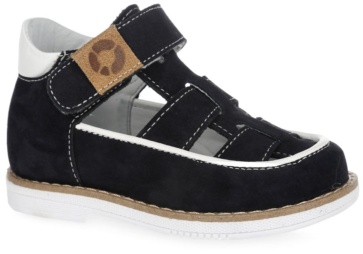 FT-25002.16-OL08O.01Стильные туфли от TapiBoo придутся по душе вашему мальчику. Модель выполнена из натуральной кожи разной фактуры и оформлена по верху светлой прострочкой, в области подъема - контрастной окантовкой и резными отверстиями для лучшего воздухообмена, по канту - вставкой из кожи контрастного цвета, на верхнем ремешке - шильдой с логотипом. Подкладка и стелька, изготовленные из натуральной кожи, гарантируют комфорт при ходьбе. Многослойная, анатомическая стелька дополнена сводоподдерживающим элементом для правильного формирования стопы. Ремешки на застежках-липучках позволяют легко снимать и надевать обувь даже самым маленьким детям, обеспечивая при этом оптимальную фиксацию стопы. Жесткий фиксирующий задник надежно стабилизирует голеностопный сустав во время ходьбы, препятствуя развитию патологических изменений стопы. Широкий, устойчивый каблук специальной конфигурации каблук Томаса продлен с внутренней стороны до середины стопы, чтобы исключить вращение...