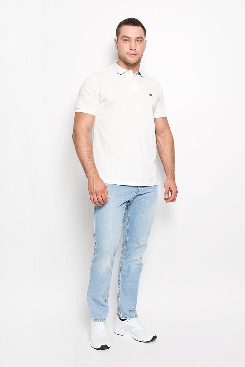 ПолоL64YKCHAСтильная мужская футболка-поло Lee, выполненная из натурального хлопка, обладает высокой теплопроводностью, воздухопроницаемостью и гигроскопичностью, позволяет коже дышать. Модель с короткими рукавами и отложным воротником сверху застегивается на две пуговицы. По бокам предусмотрены небольшие разрезы. На груди изделие оформлено вышитым названием бренда. Классический покрой, лаконичный дизайн, безукоризненное качество. В такой футболке вы будете чувствовать себя уверенно и комфортно.