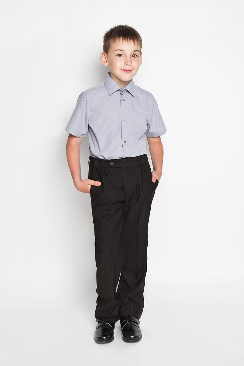 Рубашка64202_OLB_вариант 1Рубашка для мальчика Orby School, выполненная из хлопка и полиэстера, отлично сочетается как с джинсами, так и с классическими брюками. Материал изделия мягкий и приятный на ощупь, не сковывает движения и обладает высокими дышащими свойствами. Рубашка с короткими рукавами и отложным воротником застегивается спереди на пуговицы по всей длине. Модель имеет слегка приталенный силуэт. Украшено изделие небольшим вышитым логотипом бренда. Современный дизайн и высокое качество исполнения принесут удовольствие от покупки и подарят отличное настроение!