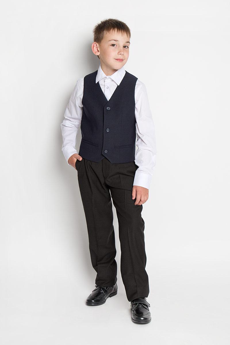 64183_OLBКлассический жилет для мальчика Orby School идеально подойдет для школы. Изготовленный из высококачественной костюмной ткани, он необычайно мягкий и приятный на ощупь, не сковывает движения малыша и позволяет коже дышать, не раздражает даже самую нежную и чувствительную кожу ребенка, обеспечивая ему наибольший комфорт. На подкладке используется гладкая подкладочная ткань. Жилет классического кроя с V-образным вырезом горловины спереди застегивается на пуговицы и дополнен имитацией двух прорезных кармашков. Для удобства на спинке предусмотрен хлястик для регулировки изделия. Простой по крою жилет хорошо смотрится на любой фигуре и гармонично сочетается с галстуками и бабочками, пиджаками, брюками и джинсами. Являясь важным атрибутом школьной моды, стильный жилет подчеркивает деловой имидж ученика, придавая ему уверенность.
