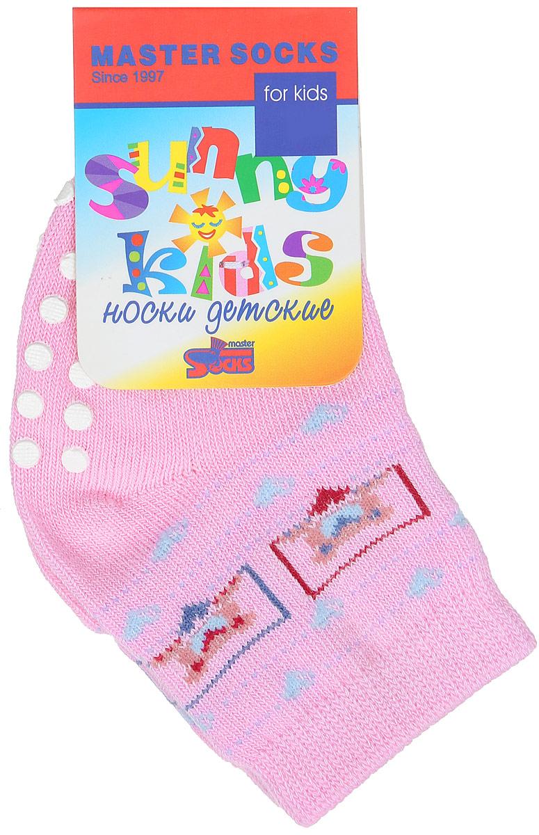 Носки82018Комфортные, красивые и прочные носки Master Socks Sunny Kids выполнены из эластичного хлопка с добавлением полиамида. Материал изделия тактильно приятный, хорошо тянется, не деформируясь. Эластичная резинка мягко облегает ножку ребенка, не сдавливая ее, обеспечивая малышу удобство и комфорт. На стопе расположены прорезиненные элементы, которые предотвращают скольжение на полу. Модель оформлена орнаментом и украшена изображением мишек. В таких носочках ребенку будет комфортно и безопасно делать первые шаги. Уважаемые клиенты! Размер, доступный для заказа, является длиной стопы.