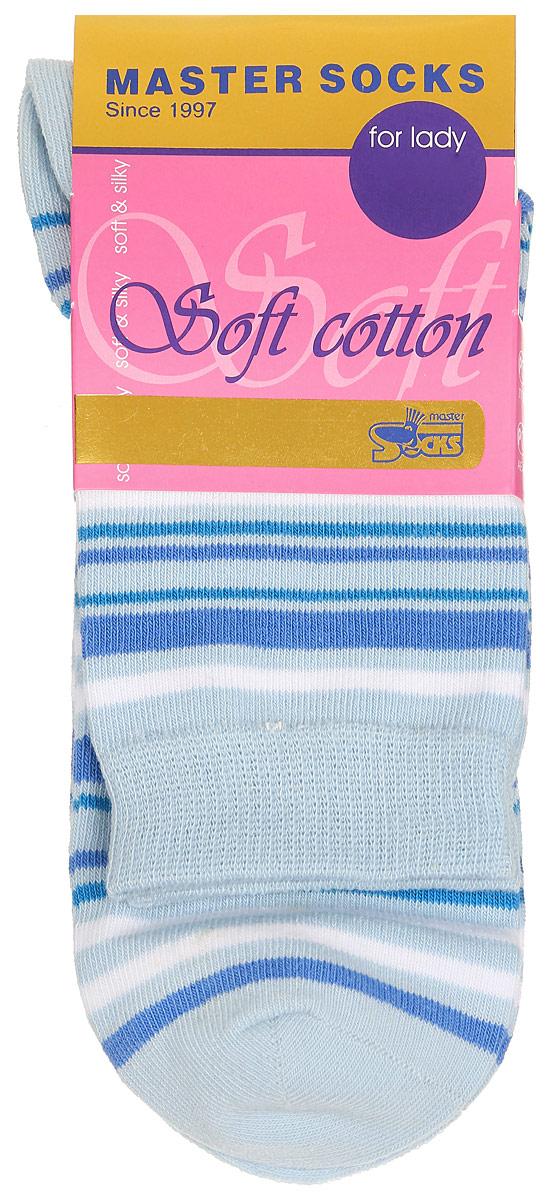 85013Удобные носки Master Socks, изготовленные из высококачественного комбинированного материала, очень мягкие и приятные на ощупь, позволяют коже дышать. Эластичная резинка плотно облегает ногу, не сдавливая ее, обеспечивая комфорт и удобство. Модель с стандартным паголенком оформлена принтом в полоску. Удобные и комфортные носки великолепно подойдут к любой вашей обуви.