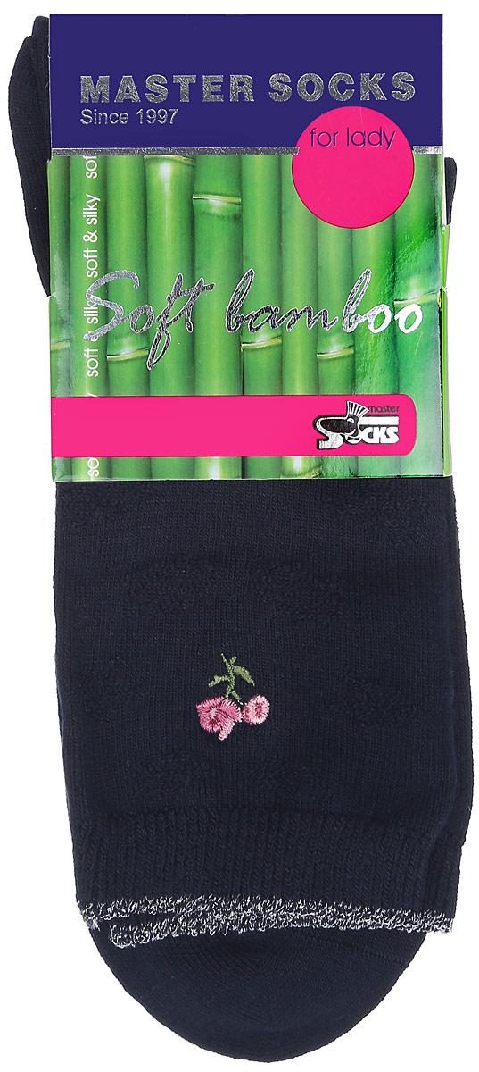 Носки85608Удобные носки Master Socks, изготовленные из высококачественного комбинированного материала, очень мягкие и приятные на ощупь, позволяют коже дышать. Эластичная резинка плотно облегает ногу, не сдавливая ее, обеспечивая комфорт и удобство. Носки дополнены полупрозрачным орнаментом и оформлены вышивкой в виде цветка. Практичные и комфортные носки великолепно подойдут к любой вашей обуви.