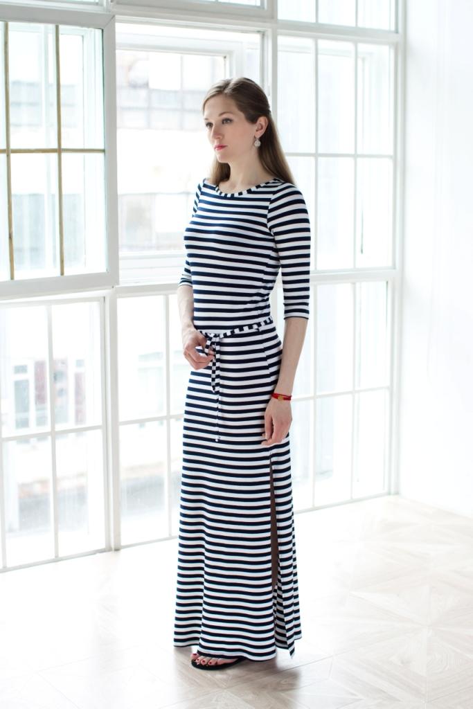 Платье71171212Стильное женское платье MARUSЯ выполнено из 100% вискозы. Модель-макси с рукавами 3/4 и круглым вырезом горловины оформлена принтом в полоску. По бокам платье имеет два больших разреза, а в поясе дополнено хлястиками с трикотажным поясом.