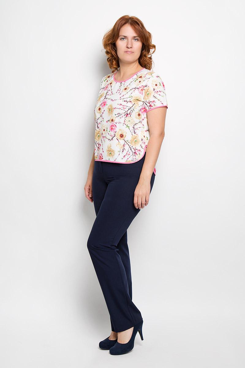 15-05-15Женская футболка Milana Style, выполненная из хлопка с добавлением ПАНа, поможет создать отличный современный образ. Футболка с круглым вырезом горловины и короткими рукавами. В боковых швах обработаны разрезы, а спинка немного удлинена. Модель оформлена цветочным принтом. Такая футболка станет стильным дополнением к вашему гардеробу, она подарит вам комфорт в течение всего дня!