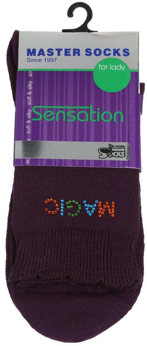 Носки женские Sensation. 8571285712Удобные носки Master Socks, изготовленные из высококачественного комбинированного материала, очень мягкие и приятные на ощупь, позволяют коже дышать. Эластичная резинка плотно облегает ногу, не сдавливая ее, обеспечивая комфорт и удобство. Носки дополнены полупрозрачным орнаментом и оформлены аппликацией из стразов в виде надписи. Манжета изделия дополнена рюшами. Практичные и комфортные носки великолепно подойдут к любой вашей обуви.