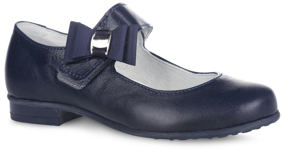 Туфли для девочки. 532096-2532096-21Прелестные туфли от Котофей очаруют вашу девочку с первого взгляда! Модель выполнена из качественной натуральной кожи с естественной лицевой поверхностью. Ремешок с застежкой-липучкой, оформленный атласным бантом с металлическим декоративным элементом, надежно зафиксирует ножку ребенка. Внутренняя поверхность из натуральной кожи не натирает. Стелька из материала ЭВА с поверхностью из натуральной кожи дополнена супинатором с перфорацией, который обеспечивает правильное положение стопы ребенка при ходьбе и предотвращает плоскостопие. Туфли снабжены невысоким каблучком. Рифленая поверхность подошвы и каблука обеспечивает отличное сцепление с любой поверхностью. Стильные туфли - незаменимая вещь в гардеробе каждой девочки!