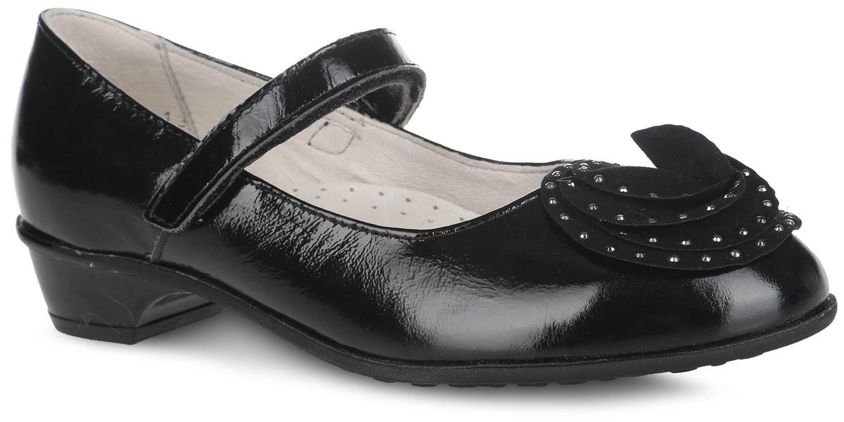 Туфли для девочки. 632130-23632130-23Прелестные туфли от Котофей очаруют вашу девочку с первого взгляда! Модель выполнена из натуральной лакированной кожи. Мысок оформлен декоративным цветком, украшенным металлическими стразами. Ремешок с застежкой-липучкой надежно зафиксирует ножку ребенка. Внутренняя поверхность из натуральной кожи не натирает. Стелька из материала ЭВА с поверхностью из натуральной кожи дополнена супинатором с перфорацией, который обеспечивает правильное положение стопы ребенка при ходьбе и предотвращает плоскостопие. Небольшой каблук невероятно устойчив. Рифленая поверхность подошвы и каблука обеспечивает отличное сцепление с любой поверхностью. Стильные туфли - незаменимая вещь в гардеробе каждой девочки!