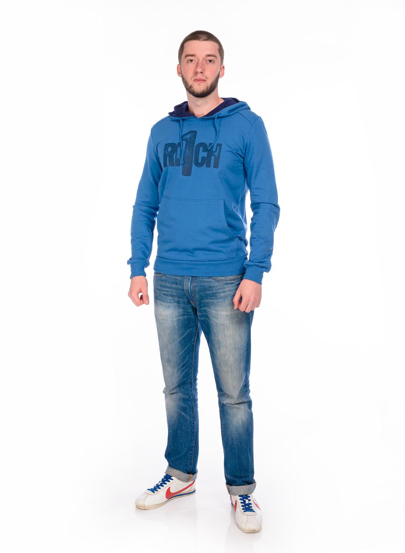 ТолстовкаRAV01-019Стильная мужская толстовка RAV, изготовленная из натурального хлопка, мягкая и приятная на ощупь. Модель с капюшоном, дополненным затягивающимся шнурком, и длинными рукавами оформлена на груди оригинальным принтом. Спереди расположен накладной карман-кенгуру. Манжеты рукавов и низ толстовки дополнены эластичными резинками.