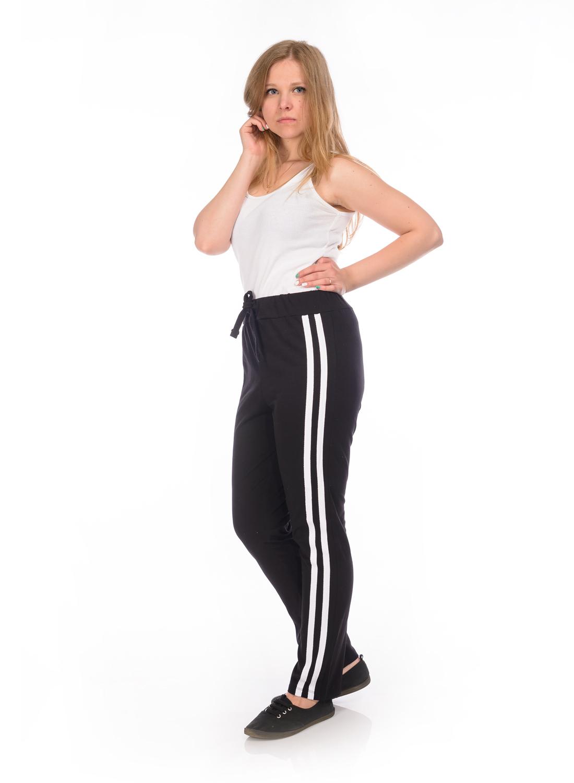 Брюки спортивныеRAV02-004Женские спортивные брюки RAV идеально подойдут для активного отдыха или занятий спортом. Модель, изготовленная из эластичного хлопка, приятная на ощупь, не сковывает движения и хорошо пропускает воздух. Брюки на талии дополнены широкой эластичной резинкой со шнурком.