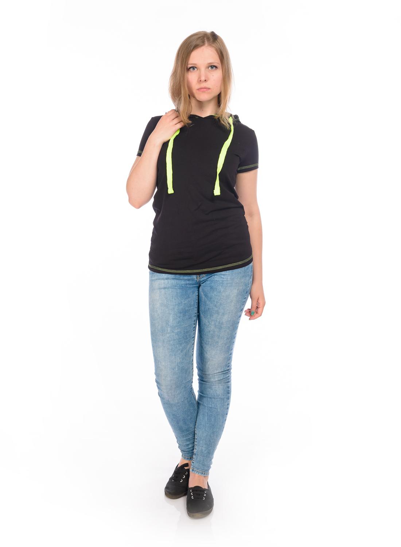 ФутболкаRAV02-011Стильная футболка, выполненная из эластичного хлопка, станет отличным дополнением к вашему гардеробу. Модель с капюшоном и короткими рукавами. Капюшон дополнен контрастным утягивающим шнурком.
