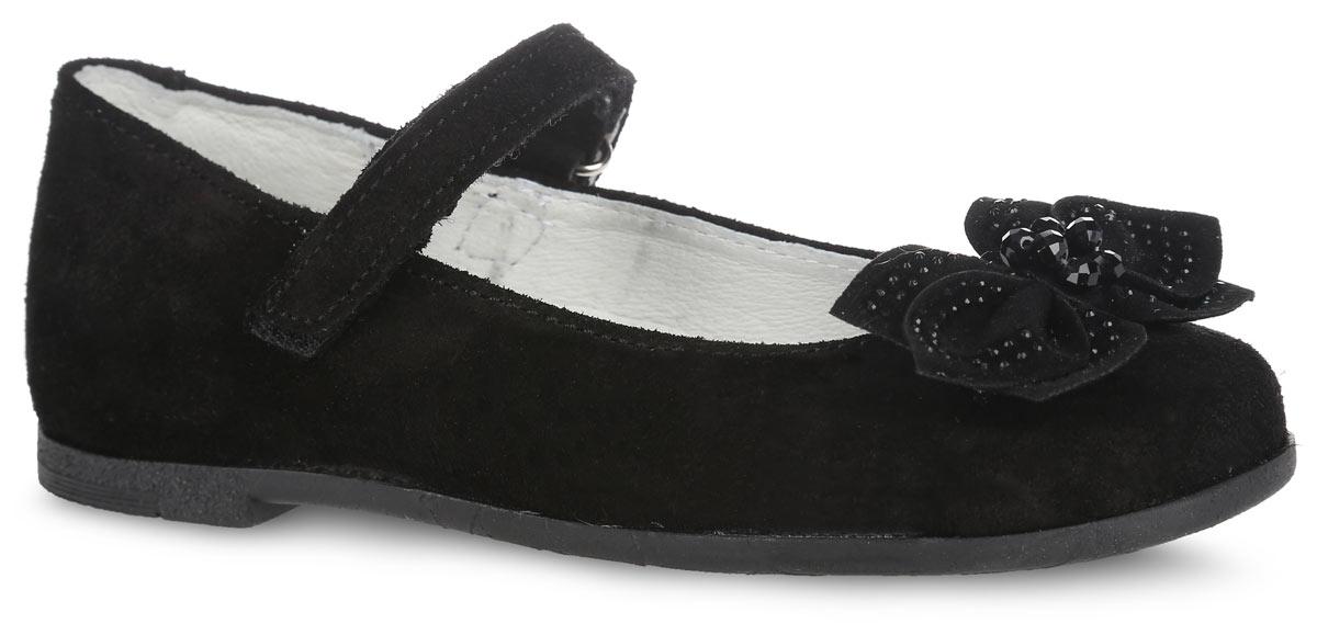 Туфли для девочки. 532098-21532098-21Прелестные туфли от Котофей очаруют вашу девочку с первого взгляда! Модель выполнена из качественной натуральной кожи бархатистой структуры. Мысок оформлен объемным бантом, декорированным стразами и бусинками. Ремешок с застежкой-липучкой надежно зафиксирует ножку ребенка. Внутренняя поверхность из натуральной кожи не натирает. Стелька из материала ЭВА с поверхностью из натуральной кожи дополнена супинатором с перфорацией, который обеспечивает правильное положение стопы ребенка при ходьбе и предотвращает плоскостопие. Туфли снабжены невысоким каблучком. Рифленая поверхность подошвы и каблука обеспечивает отличное сцепление с любой поверхностью. Стильные туфли - незаменимая вещь в гардеробе каждой девочки!