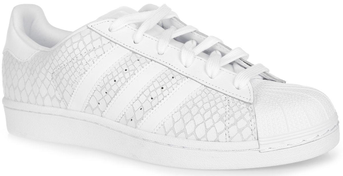 Кроссовки женские Superstar. S75127S75127Модные женские кроссовки Superstar от adidas Originals - это обновленная версия легендарных кроссовок. Верх, выполненный из натуральной и искусственной кожи, оформлен принтом под рептилию, на заднике и на язычке - логотипом бренда. Эта женская модель повторяет культовый силуэт с прорезиненным мыском-ракушкой. Классическая шнуровка надежно фиксирует модель на ноге. Подкладка из текстиля не натирает. Стелька из EVA с текстильной поверхностью комфортна при движении в течение всего дня. Резиновая подошва с узором-елочкой гарантирует идеальное сцепление с любыми поверхностями. В таких кроссовках вашим ногам будет комфортно и уютно.