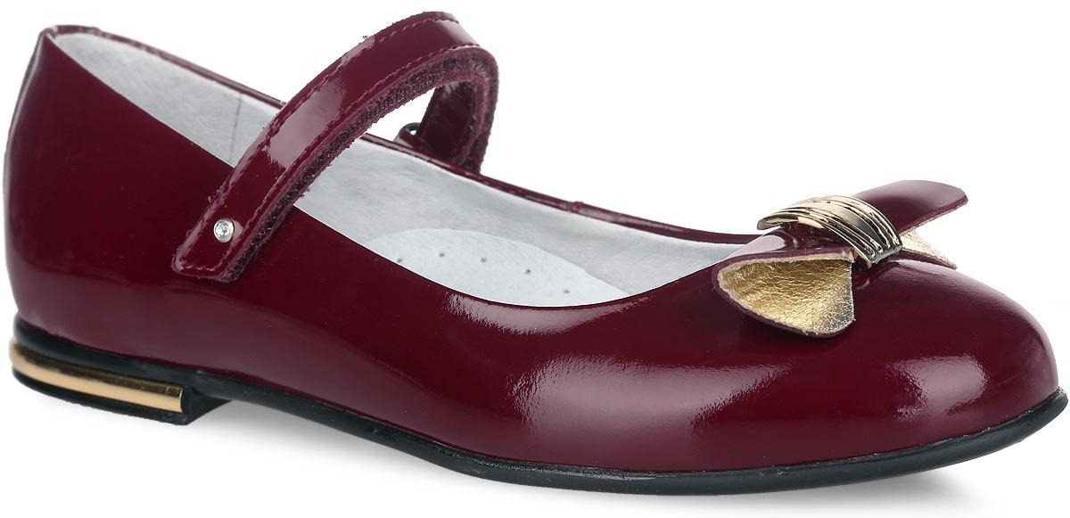 5-518001502Прелестные туфли от Elegami придутся по душе вашей юной моднице! Модель изготовлена из натуральной лакированной кожи. Мыс туфель оформлен бантиком со стильной фурнитурой. Ремешок с застежкой-липучкой, оформленный стразом, отвечает за надежную фиксацию модели на ноге. Внутренняя поверхность из натуральной кожи не натирает. Стелька из материала ЭВА с поверхностью из натуральной кожи дополнена супинатором, который обеспечивает правильное положение ноги ребенка при ходьбе, предотвращает плоскостопие. Небольшой каблучок оформлен вставкой из пластика, стилизованной под металл. Подошва с рифлением обеспечивает идеальное сцепление с любыми поверхностями. Стильные туфли - незаменимая вещь в гардеробе каждой девочки.