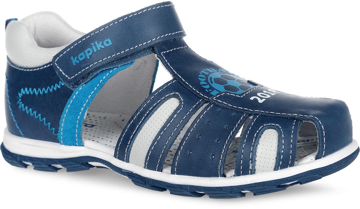 Сандалии33276-1Модные сандалии от Kapika не оставят равнодушным вашего мальчика! Модель, изготовленная из натуральной кожи, оформлена контрастной прострочкой, на ремешке - названием бренда, спереди - изображением футбольного мяча и надписью Football 2018. Ремешок с застежкой-липучкой прочно закрепит модель на ножке. Внутренняя поверхность и стелька из натуральной кожи комфортны при движении. Стелька дополнена супинатором, который обеспечивает правильное положение стопы ребенка при ходьбе и предотвращает плоскостопие. Подошва с протектором обеспечивает отличное сцепление с любой поверхностью. Практичные и стильные сандалии займут достойное место в гардеробе вашего мальчика.