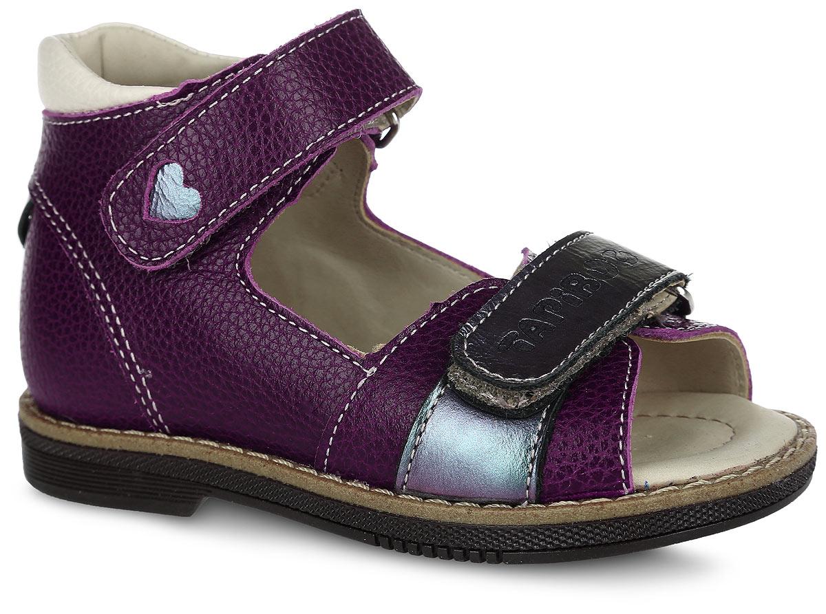 Сандалии для девочки. FT-26003.15-OL06O.01FT-26003.15-OL06O.01Очаровательные сандалии от TapiBoo придутся по душе вашей маленькой моднице. Модель выполнена из натуральной кожи разной фактуры и оформлена по верху зернистым тиснением, в задней части - вставкой с резным узором в форме сердца, на нижнем ремешке - фирменным тиснением, на верхнем - не сквозным резным узором в виде сердца. Подкладка и стелька, изготовленные из натуральной кожи, гарантируют комфорт при ходьбе. Отсутствие швов на подкладке обеспечивает дополнительный комфорт и предотвращает натирание. Многослойная, анатомическая стелька дополнена сводоподдерживающим элементом для правильного формирования стопы. Ремешки на застежках- липучках позволяют оптимально подогнать полноту обуви по ноге ребенка (большой подъем или вложение специальных вкладных ортопедических приспособлений), обеспечивая при этом оптимальную фиксацию стопы. Жесткий фиксирующий задник с удлиненным крылом надежно стабилизирует голеностопный сустав во время ходьбы, препятствуя развитию...