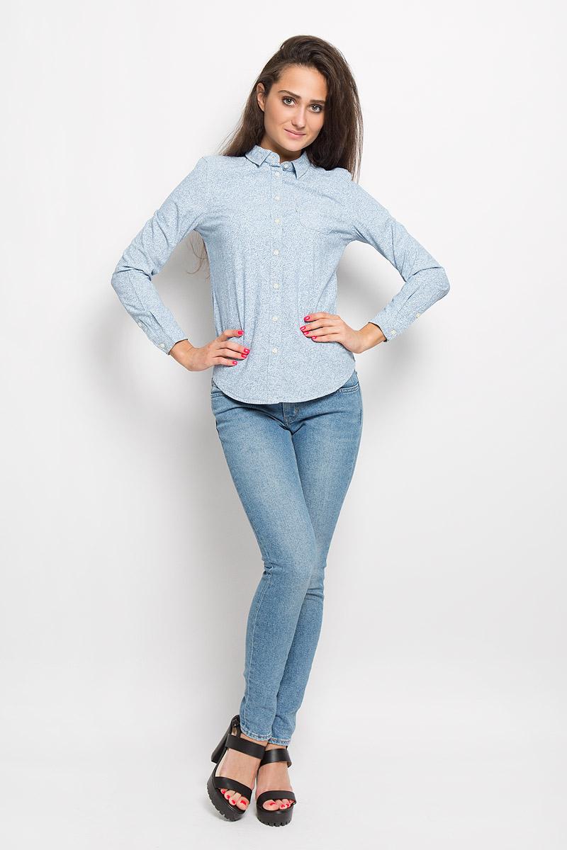 Рубашка1727100090Стильная женская рубашка Levis®, выполненная из натурального хлопка, прекрасно подойдет для повседневной носки. Материал очень мягкий и приятный на ощупь, не сковывает движения и позволяет коже дышать. Рубашка с отложным воротником и длинными рукавами застегивается на пуговицы по всей длине. Низ рукавов обработан манжетами на пуговицах. Спереди модель дополнена небольшим накладным кармашком. Модель оформлена оригинальным рисунком. Такая рубашка будет дарить вам комфорт в течение всего дня и станет модным дополнением к вашему гардеробу.