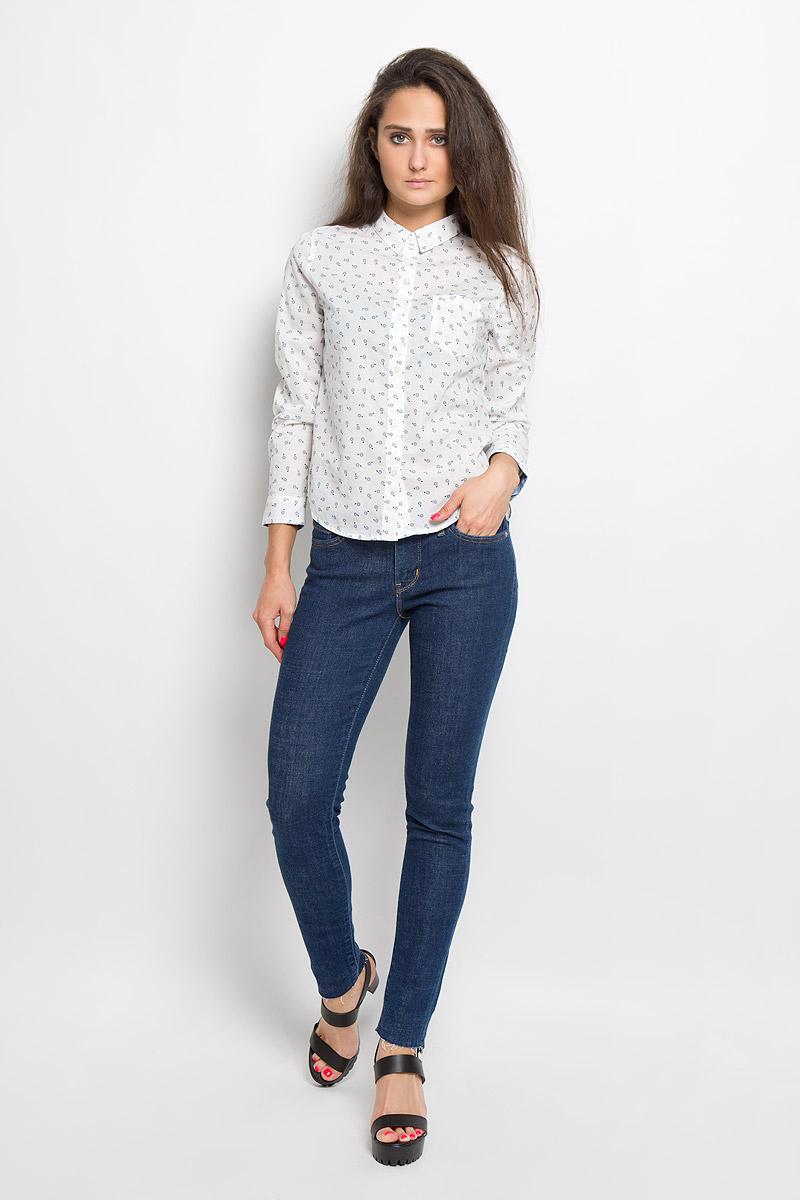 Рубашка2275100010Стильная женская рубашка Levis®, выполненная из натурального хлопка, прекрасно подойдет для повседневной носки. Материал очень мягкий и приятный на ощупь, не сковывает движения и позволяет коже дышать. Рубашка с отложным воротником и длинными рукавами застегивается на пуговицы по всей длине. Низ рукавов обработан манжетами на пуговицах. Спереди модель дополнена небольшим накладным кармашком, а сзади небольшой складкой и декоративной петлей. Модель оформлена оригинальным рисунком. Такая рубашка будет дарить вам комфорт в течение всего дня и станет модным дополнением к вашему гардеробу.