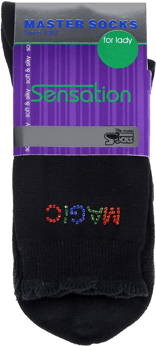 85712Удобные носки Master Socks, изготовленные из высококачественного комбинированного материала, очень мягкие и приятные на ощупь, позволяют коже дышать. Эластичная резинка плотно облегает ногу, не сдавливая ее, обеспечивая комфорт и удобство. Носки дополнены полупрозрачным орнаментом и оформлены аппликацией из стразов в виде надписи. Манжета изделия дополнена рюшами. Практичные и комфортные носки великолепно подойдут к любой вашей обуви.