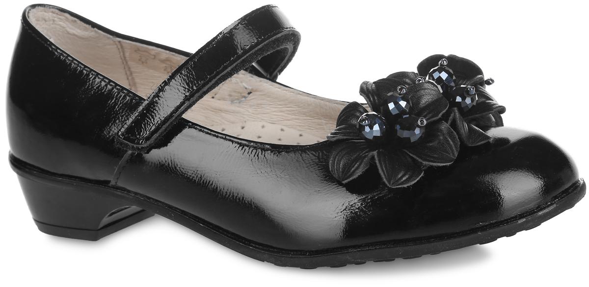 Туфли для девочки. 632129-2632129-21Прелестные туфли от Котофей очаруют вашу девочку с первого взгляда! Модель выполнена из натуральной кожи. Мыс туфель оформлен декоративными цветками с бусинами. Ремешок с застежкой-липучкой надежно зафиксирует ножку ребенка. Внутренняя поверхность из натуральной кожи не натирает. Стелька из материала ЭВА с поверхностью из натуральной кожи дополнена супинатором с перфорацией, который обеспечивает правильное положение стопы ребенка при ходьбе и предотвращает плоскостопие. Небольшой каблук устойчив. Рифленая поверхность подошвы и каблука обеспечивает отличное сцепление с любой поверхностью. Стильные туфли - незаменимая вещь в гардеробе каждой девочки!