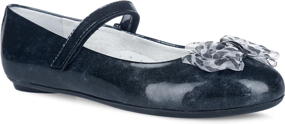 Туфли для девочки. 5-5179815015-517981501Чудесные туфли от Elegami придутся по душе вашей юной моднице! Модель выполнена из натуральной лакированной кожи и оформлена на мыске милым бантом. Ремешок на застежке-липучке надежно зафиксирует изделие на ножке ребенка. Подкладка и стелька, изготовленные из натуральной кожи, предотвратят натирание и гарантируют уют. Стелька дополнена супинатором, который обеспечивает правильное положение ноги ребенка при ходьбе, предотвращает плоскостопие. Подошва оснащена рифлением для лучшего сцепления с различными поверхностями. Удобные туфли - незаменимая вещь в гардеробе каждой девочки.