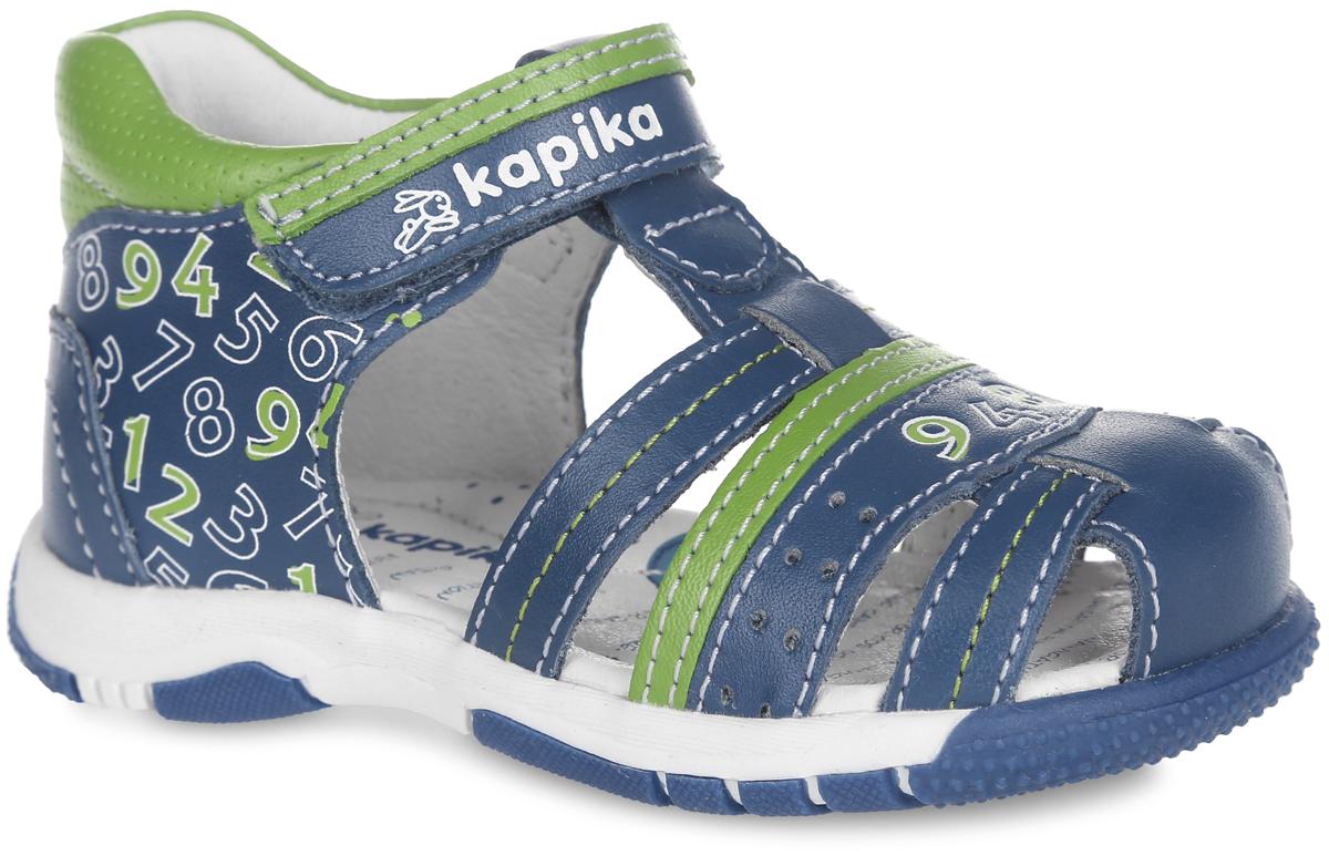 31212-1Очаровательные сандалии от Kapika не оставят равнодушным вашего мальчика! Модель, изготовленная из натуральной кожи, оформлена принтом в виде цифр и перфорацией. Ремешок с застежкой-липучкой прочно закрепит модель на ножке. Внутренняя поверхность из натуральной кожи не натирает. Стелька из натуральной кожи дополнена супинатором, который обеспечивает правильное положение стопы ребенка при ходьбе и предотвращает плоскостопие. Подошва с протектором обеспечивает отличное сцепление с любой поверхностью. Практичные и стильные сандалии займут достойное место в гардеробе вашего мальчика.