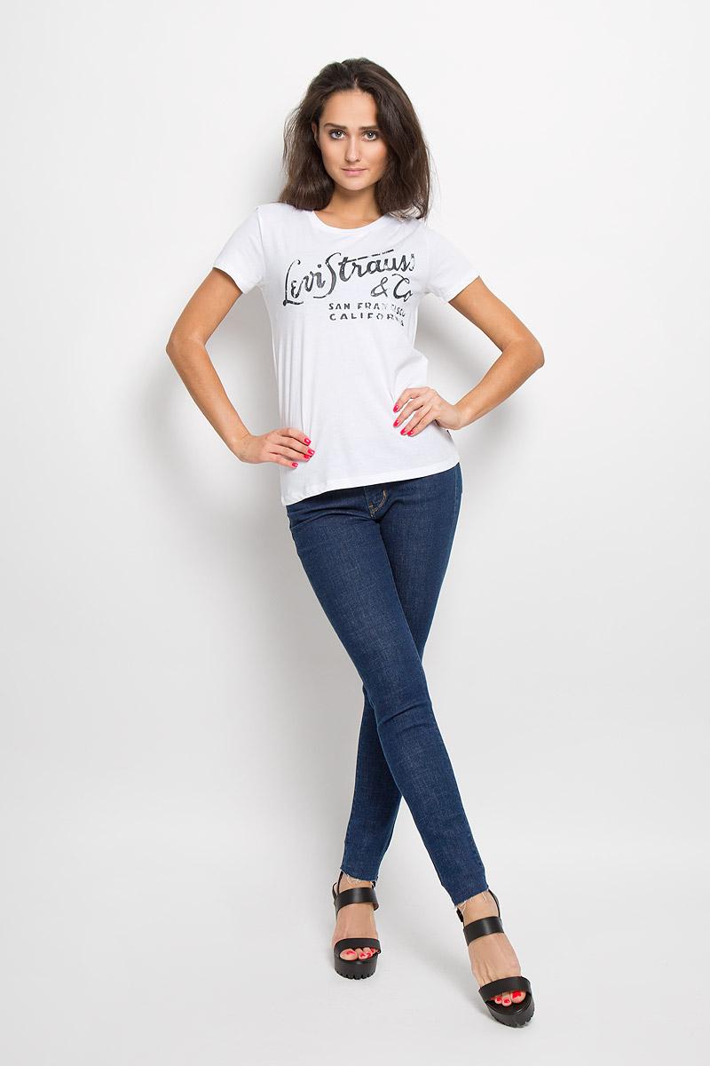 Футболка1736901050Женская футболка Levis, выполненная из натурального хлопка, поможет создать отличный современный образ. Футболка с круглым вырезом горловины и короткими рукавами оформлена принтовой надписью. Такая футболка станет стильным дополнением к вашему гардеробу, она подарит вам комфорт в течение всего дня!