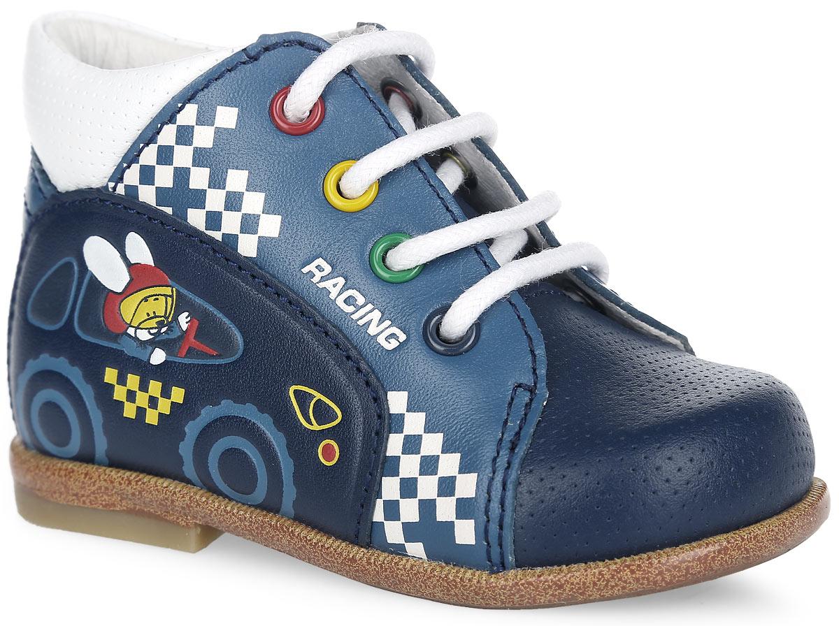 Ботинки для мальчика. 1010810108-1Стильные ботинки от Kapika разработаны специально для первых шагов вашего малыша. Модель выполнена из натуральной кожи, оформлена спереди и по канту легкой перфорацией, сбоку - изображением зайца в автомобиле и надписью Racing. Полужесткий закрытый задник и шнуровка прочно зафиксируют ножку ребенка, не давая ей смещаться из стороны в сторону и назад. Внутренняя поверхность из натуральной кожи не натирает. Вкладная анатомическая стелька из натуральной кожи, дублированная мягким вспененным материалом, обладает свойствами повышенной гигроскопичности и обеспечивает дополнительную амортизацию при ходьбе. Стелька дополнена супинатором с перфорацией, который обеспечивает правильное положение стопы ребенка при ходьбе и предотвращает плоскостопие. Легкая гибкая подошва снабжена невысоким каблучком, который продлен с внутренней стороны до середины стопы, чтобы исключить вращение (заваливание) стопы вовнутрь. Рифленая поверхность подошвы обеспечивает отличное сцепление с...