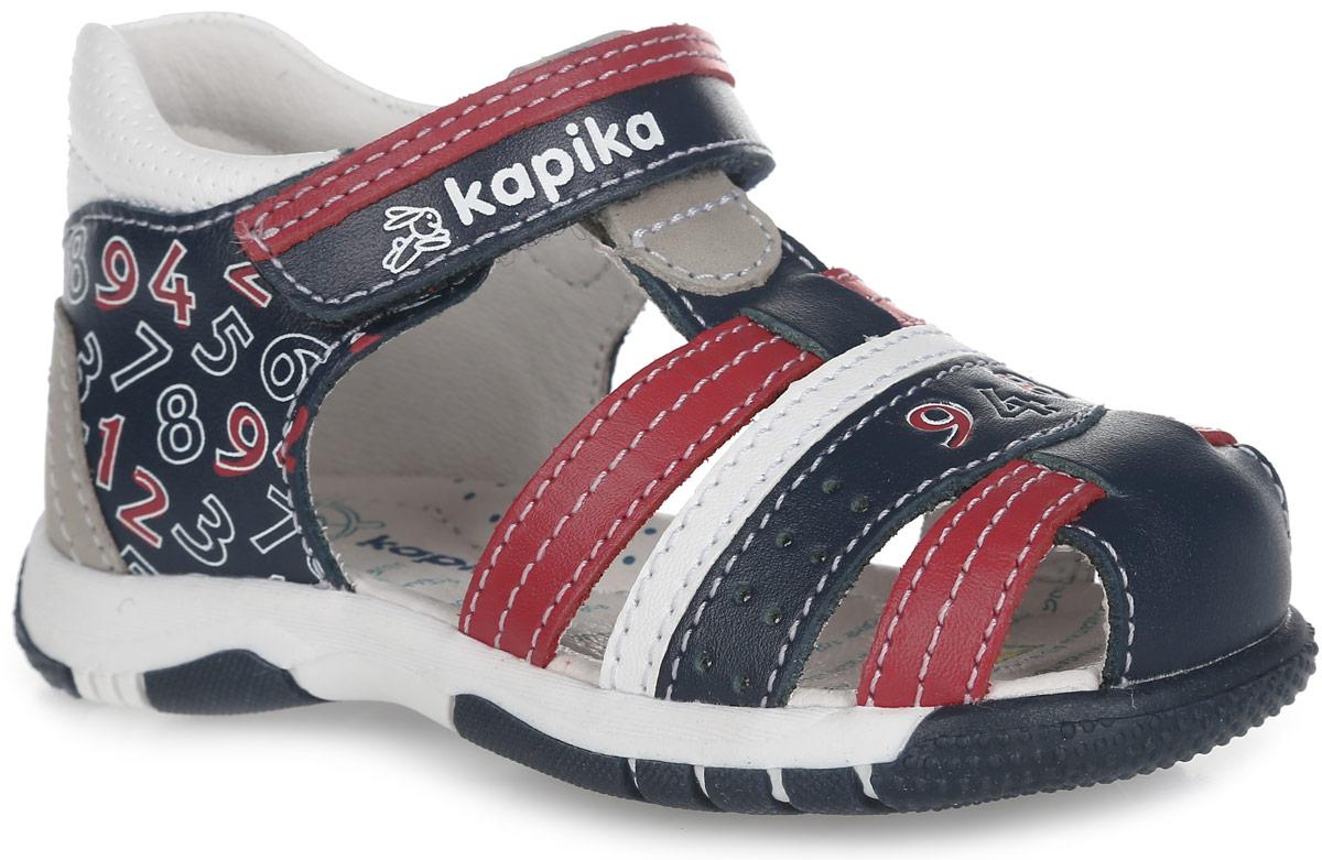 Сандалии для мальчика. 3121231212-1Очаровательные сандалии от Kapika не оставят равнодушным вашего мальчика! Модель, изготовленная из натуральной кожи, оформлена принтом в виде цифр и перфорацией. Ремешок с застежкой-липучкой прочно закрепит модель на ножке. Внутренняя поверхность из натуральной кожи не натирает. Стелька из натуральной кожи дополнена супинатором, который обеспечивает правильное положение стопы ребенка при ходьбе и предотвращает плоскостопие. Подошва с протектором обеспечивает отличное сцепление с любой поверхностью. Практичные и стильные сандалии займут достойное место в гардеробе вашего мальчика.