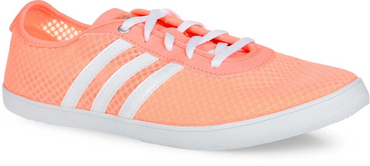 Кроссовки женские VS QT Vulc Sea. AQ147AQ1471Яркие женские кроссовки VS QT Vulc Summer от adidas Neo придутся вам по душе. Верх, выполненный из сетчатого дышащего текстиля, оформлен по бокам полосками из искусственной кожи, на заднике и на язычке - названием бренда. Стелька из EVA с текстильной поверхностью комфортна при движении в течение всего дня. Классическая шнуровка надежно фиксирует модель на ноге. Резиновая подошва с рифлением гарантирует идеальное сцепление с любыми поверхностями. В таких кроссовках вашим ногам будет комфортно и уютно.