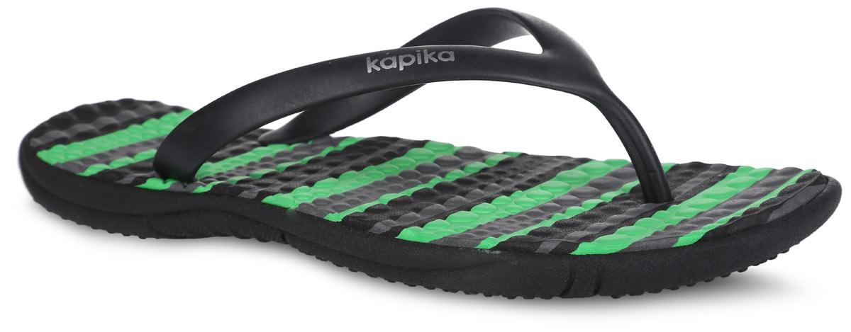 Сланцы для мальчика. 8308783087Стильные сланцы от Kapika придутся по душе вашему мальчику. Модель выполнена из полимерного материала и оформлена на ремешке названием бренда. Верхняя поверхность подошвы оформлена принтом в полоску. Ремешки с перемычкой гарантируют надежную фиксацию модели на ноге. Рифление на верхней поверхности подошвы предотвращает выскальзывание ноги. Рельефное основание подошвы обеспечивает уверенное сцепление с любой поверхностью. Удобные сланцы прекрасно подойдут для похода в бассейн или на пляж.